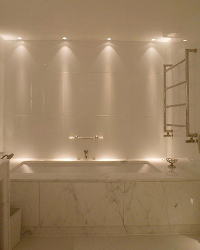 Spotlights in a contemporary bathroom