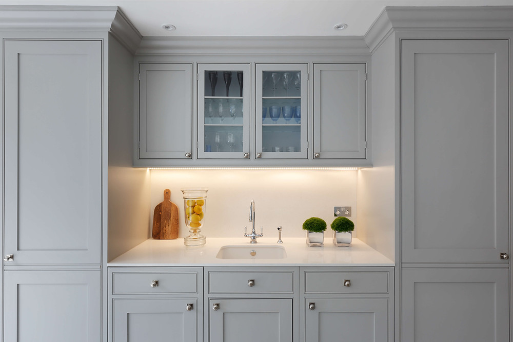A shaker style kitchen designed by London-based interior designer Catherine Wilman in Fulham, South West London