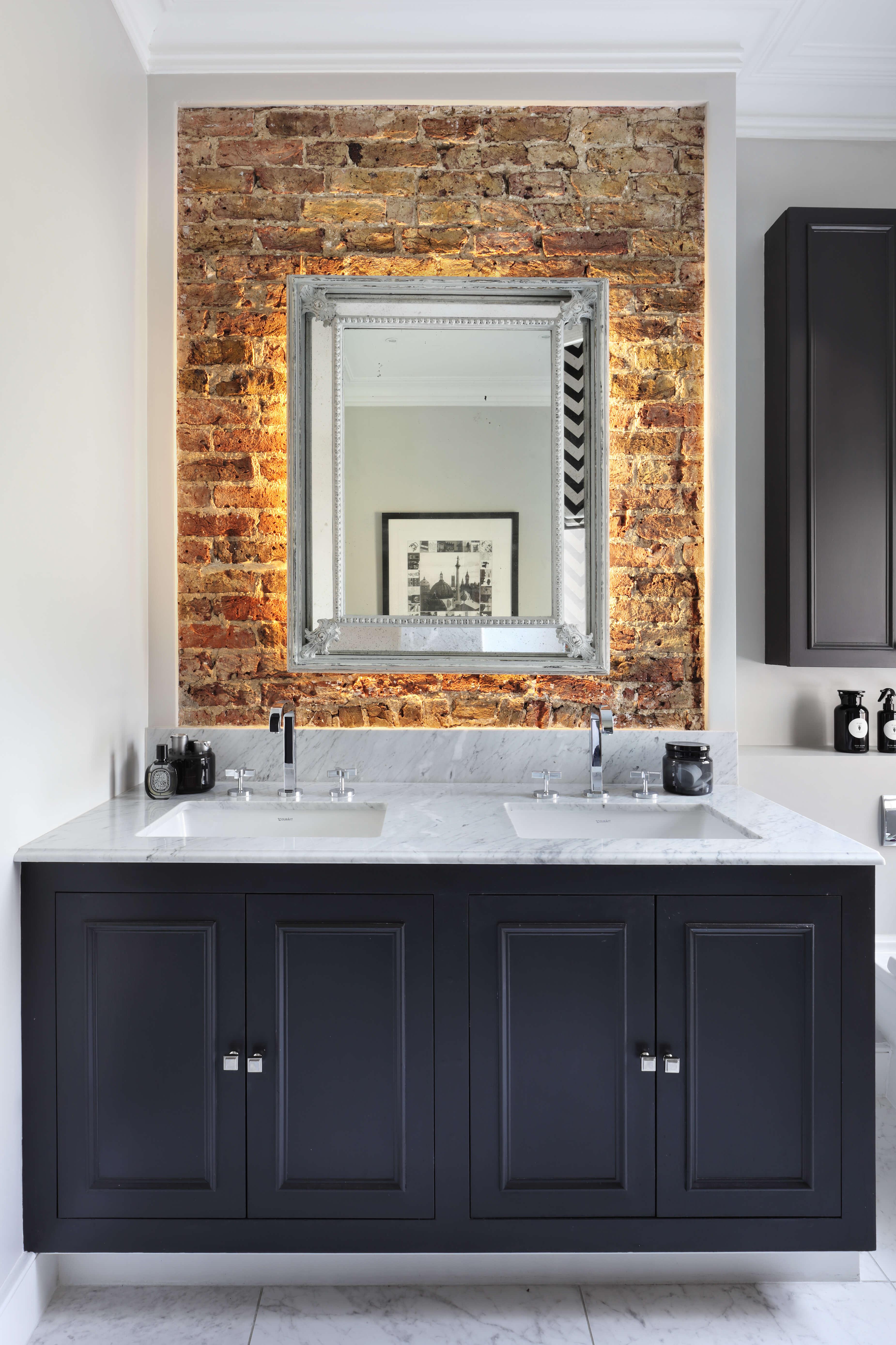 Twin basins in luxury en suite