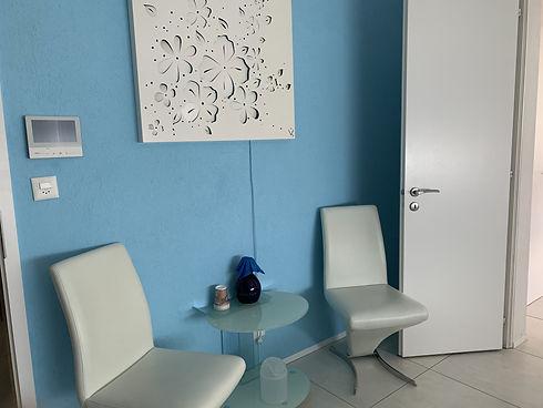Photo accueil chaises et table.jpg
