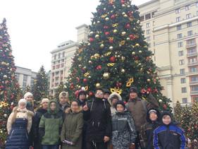 """Участники программы """"Школа жизни"""" посетили обзорную экскурсию по предновогодней Москве"""