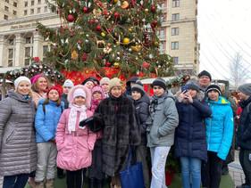 Экскурсия по новогодней Москве для детей из кризисных семей