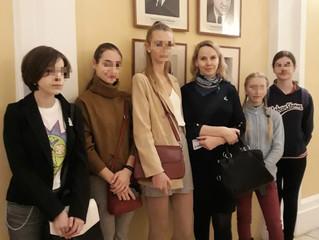"""Участники программы """"Школа жизни"""" посетили спектакль """"Сотворившая чудо"""""""