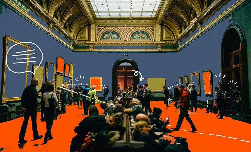 La sala di un museo tradizionale con numerosi visitatori al suo interno