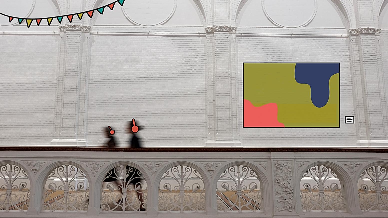 Due ragazze che camminano in museo, dove è appeso un quadro e una didascalia