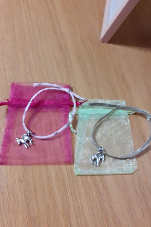 Bracelet rose  âne fait mains!vendu dans petite pochette