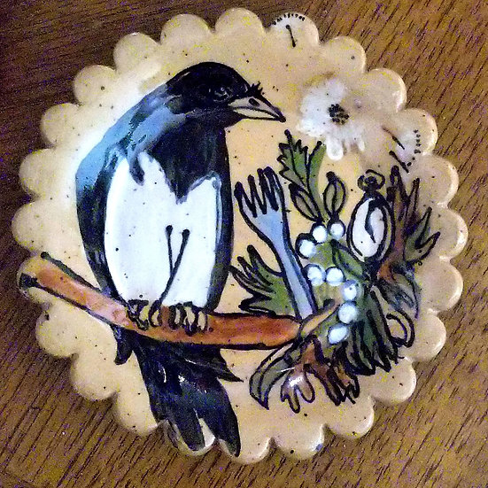 Small Scalloped Magpie Plate
