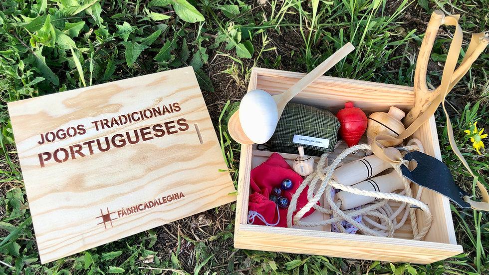 Caixa de madeira com 10 jogos tradicionais