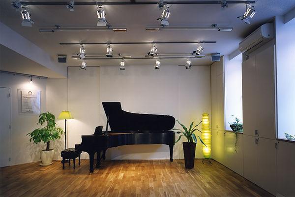 2Fホール ピアノのみ.jpg