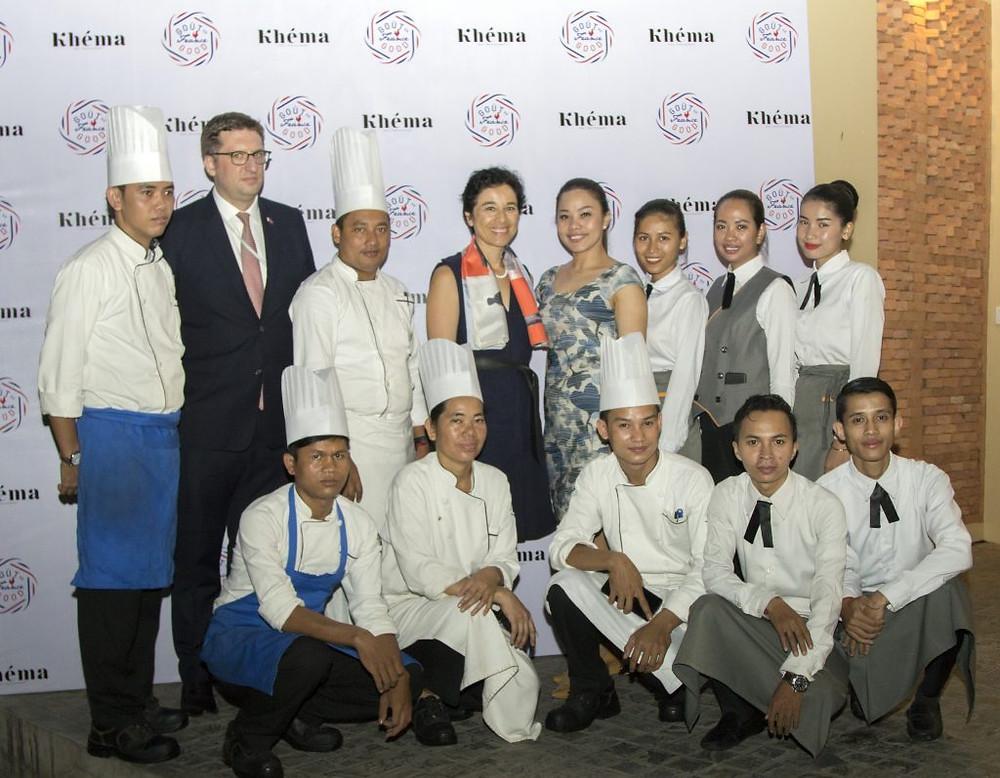 Avec l'équipe de Khéma La Poste