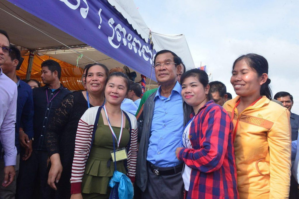 Le Premier ministre Hun Sen  a annoncé une série d'amnisties lors d'une nouvelle visite chez les ouvriers du textile