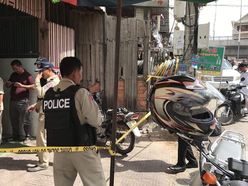 Raid policier dans une maison close. Photo ILO