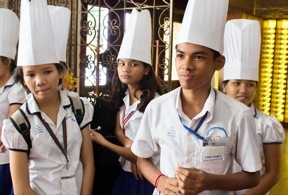 Les enfants cambodgiens à la découverte du fromage français