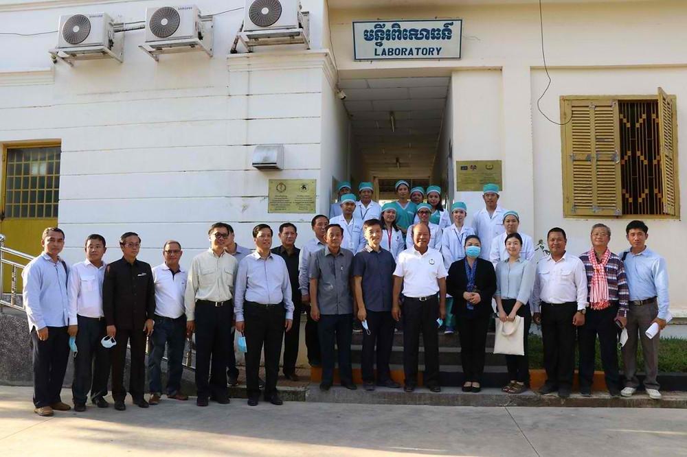 Visite du ministre à l'hôpital provincial de Battambang