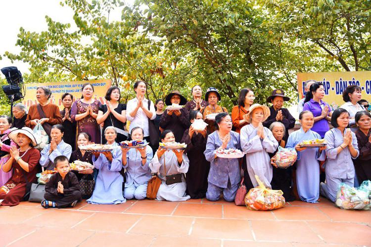 Le Dharmayatra vise à rassembler les bouddhistes de la région, à nouer des amitiés et à renforcer les relations entre ces cinq pays. 120 personnes ont rejoint ce pèlerinage. Vingt Cambodgiens menés par Samdech Uddom Vongsa Muong Ra, y participent.