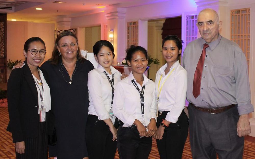Des élèves de PSE avec leur directrice et le professeur Alain Darc