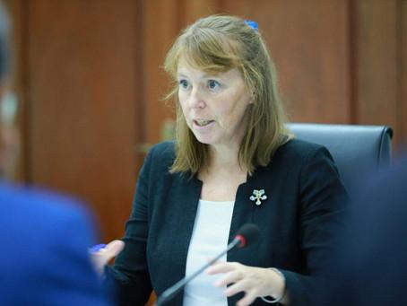 Rhona Smith : Le gouvernement doit améliorer la situation des droits de l'homme