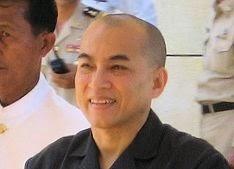 Le Roi reçoit l'Ambassadeur du Vietnam