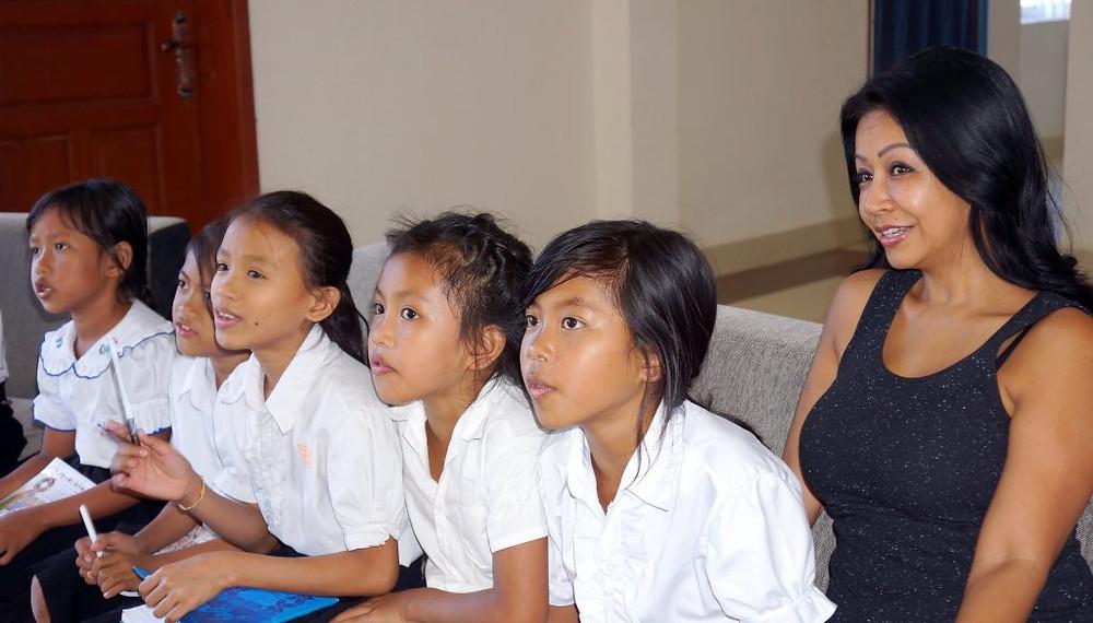 Les enfants avec Princesse Ta