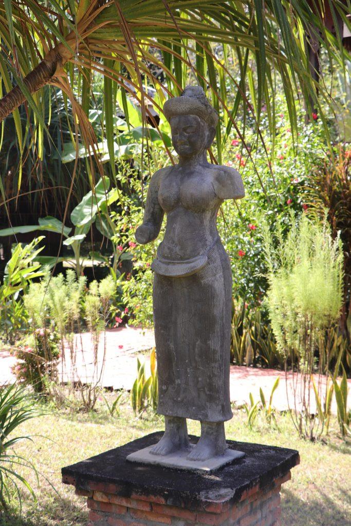 : Statue reproduite par le Musée National, à Rajabori