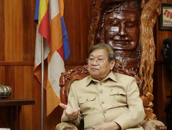 Le ministre de l'information S.E. Khieu Kanharith