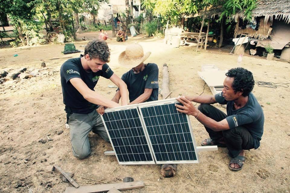 L'équipe d'Okra solar. Photographie Okra
