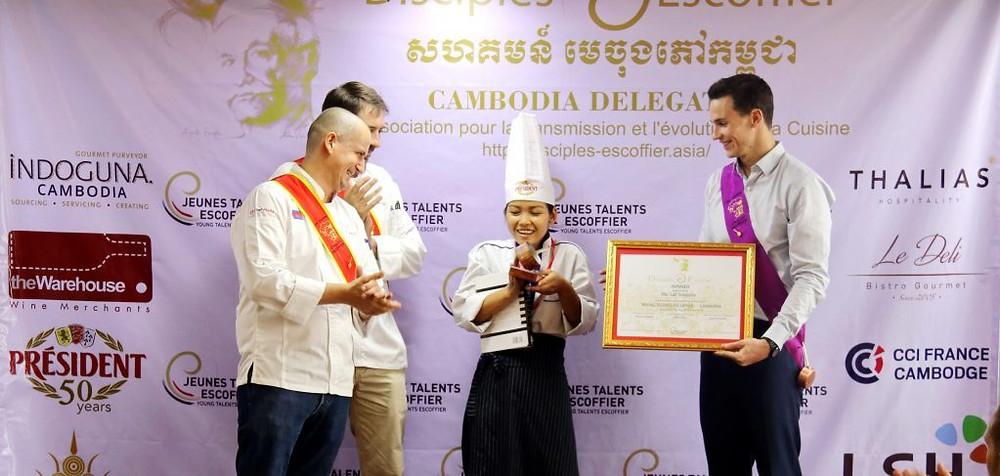 Lat Sreypov, gagnante du premier concours des jeunes talents Escoffier au Cambodge.
