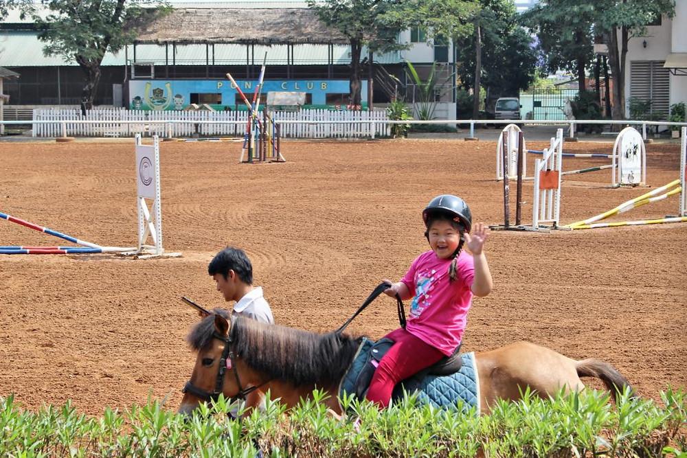Le Cambodian Country Club a ouvert ses portes en 2006 en tant qu' école d'équitation