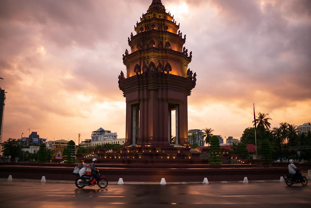 Monument de l'Indépendance à Phnom Penh. Photo  Mark