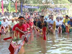 Cambodge & Archives photographiques (2) : Course de pirogues pour la Fête des Eaux à Siem Reap