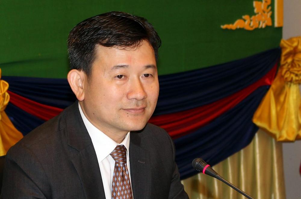 S.E. Dr Chhiv Ysieang, sous-secrétaire d'état au ministère des affaires étrangères et de la coopération internationale et également Président de l'INDRI (Institut National de Diplomatie et des Relations Internationales)