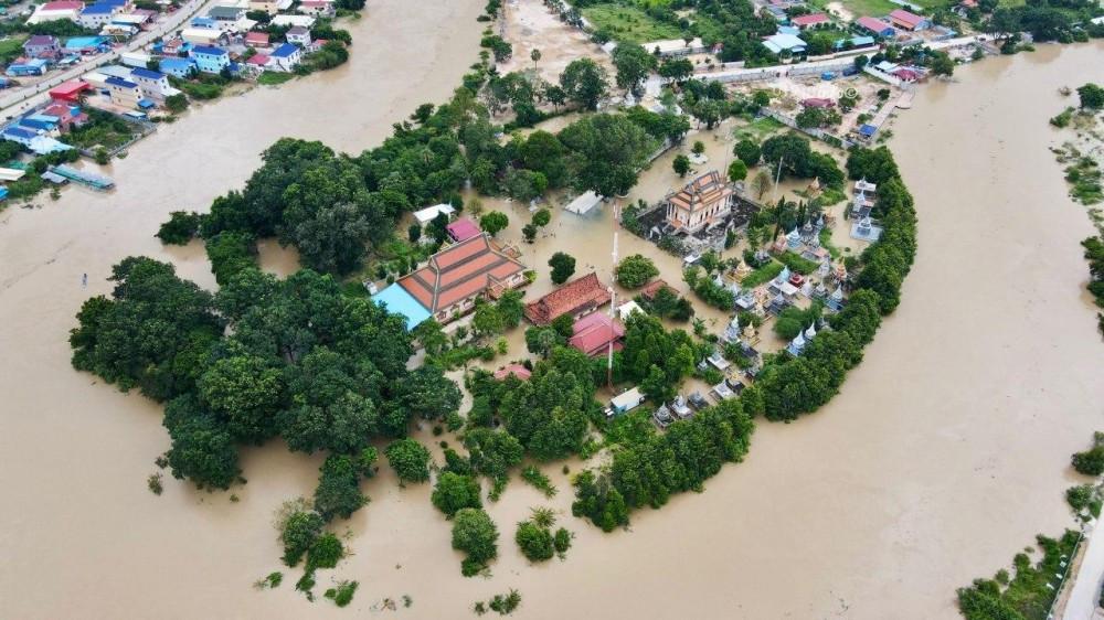 Vue aérienne d'une inondation éclair à Khan Dangkor, Phnom Penh