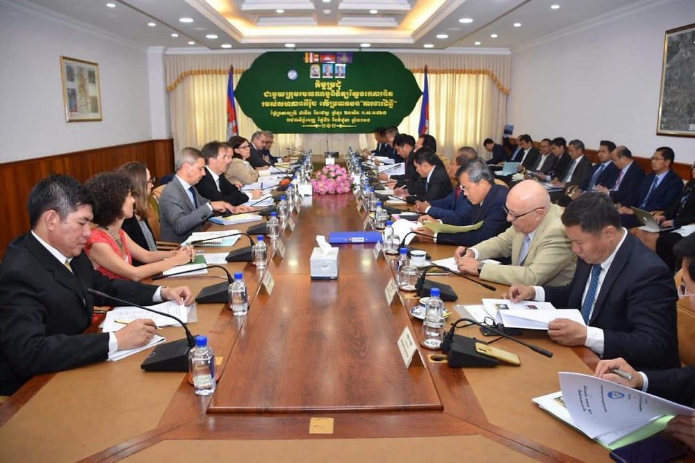 Le Cambodge a demandé à la délégation de l'Union européenne en visite d'effectuer une évaluation équitable des réalisations du gouvernement et d'appuyer la poursuite du programme Tout sauf les armes (TSA) dans le Royaume.