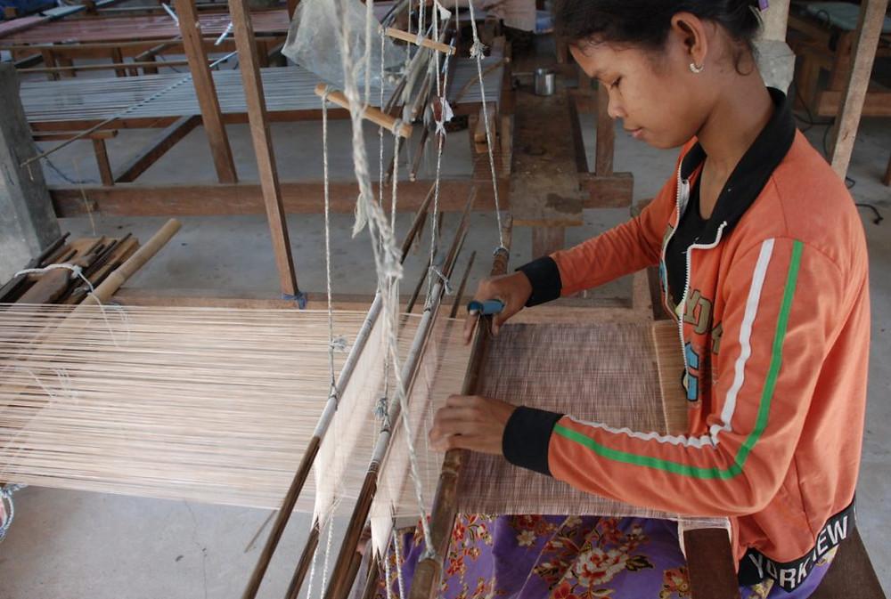 Tisserande au Cambodge