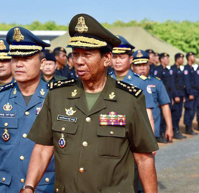 ministre de la Défense, S.E. Tea Banh