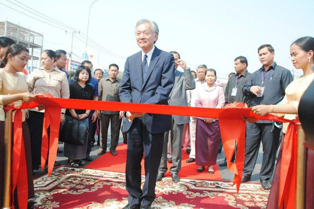 L'ambassadeur japonais au Cambodge, Horinouchi Hidehisa, était également présent à la cérémonie d'inauguration