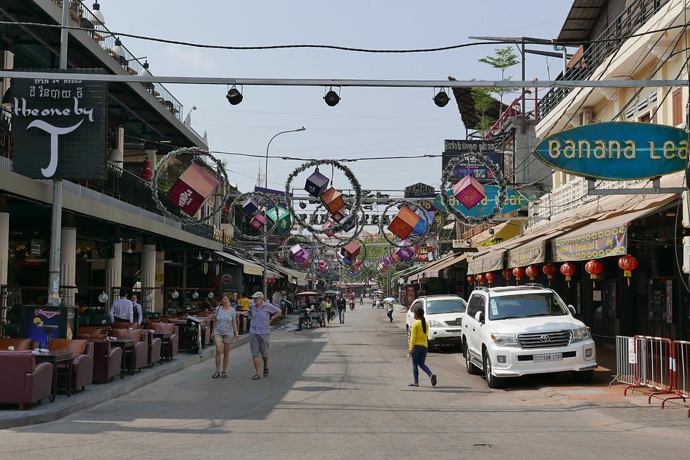 Pub Street, principale artère touristique de la ville de Siem Reap
