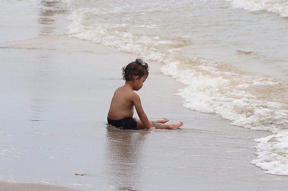 Enfant se baignant