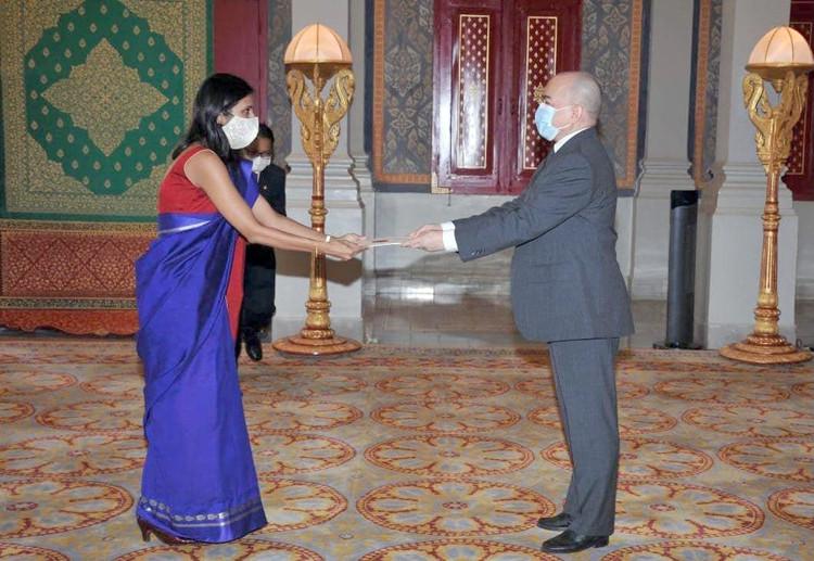 Sa Majesté le roi reçoit les lettres de créance de la nouvelle ambassadrice indienne