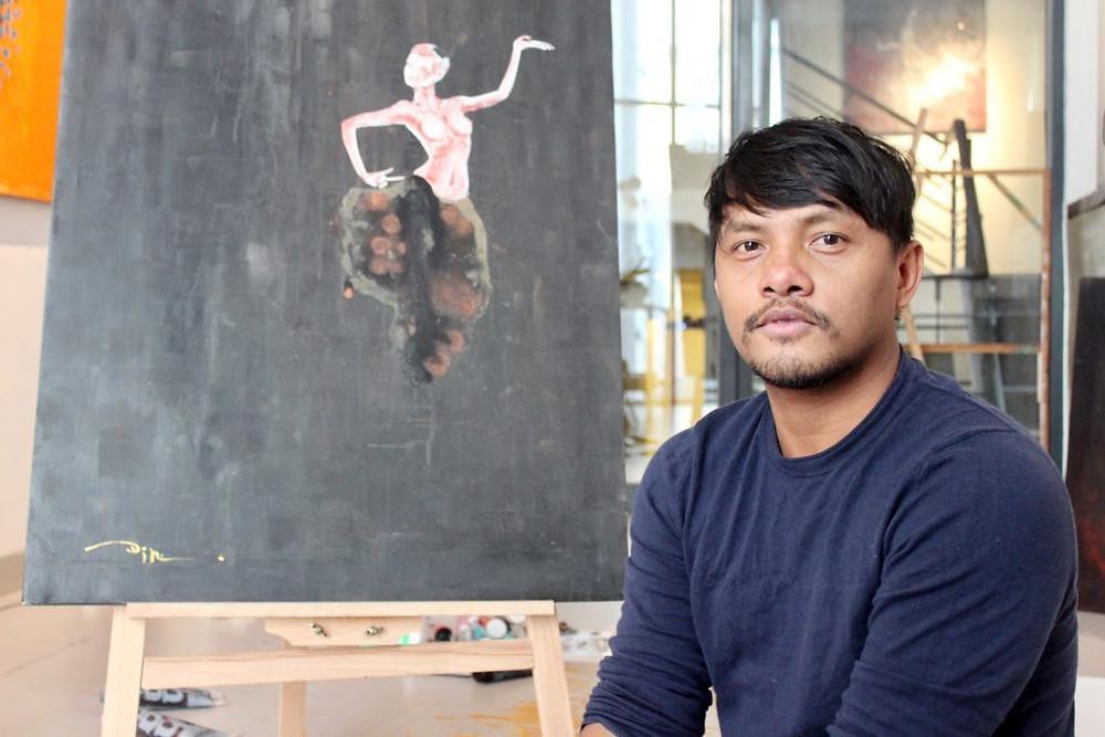 Din Borin dans son atelier