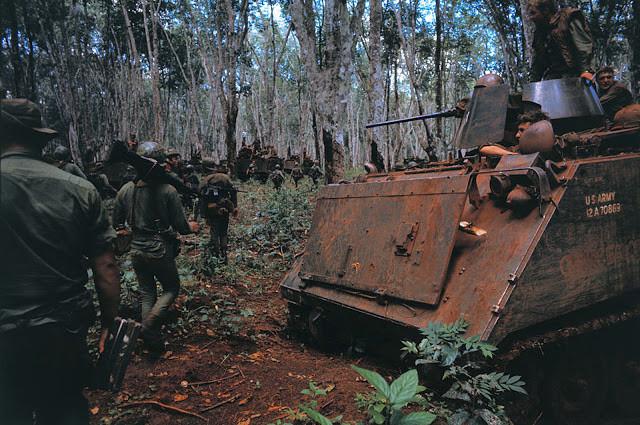 Avancée de la onzième division blindée à l'intérieur de la région frontalière. Photo par Bettman (cc)
