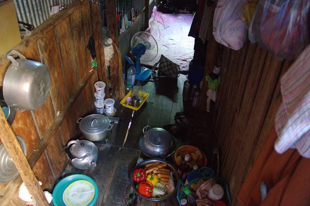 Les familles de Beung Trâbaèk vivent dans des espaces très réduits