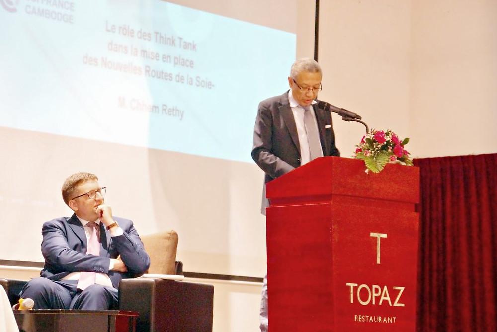 M. Chhem Rethy sous l'oeil attentif de Guillaume Massin, Président de la CCIFC