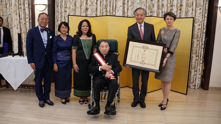 S.A.R. Samdech Norodom Sirivudh décoré par le Japon
