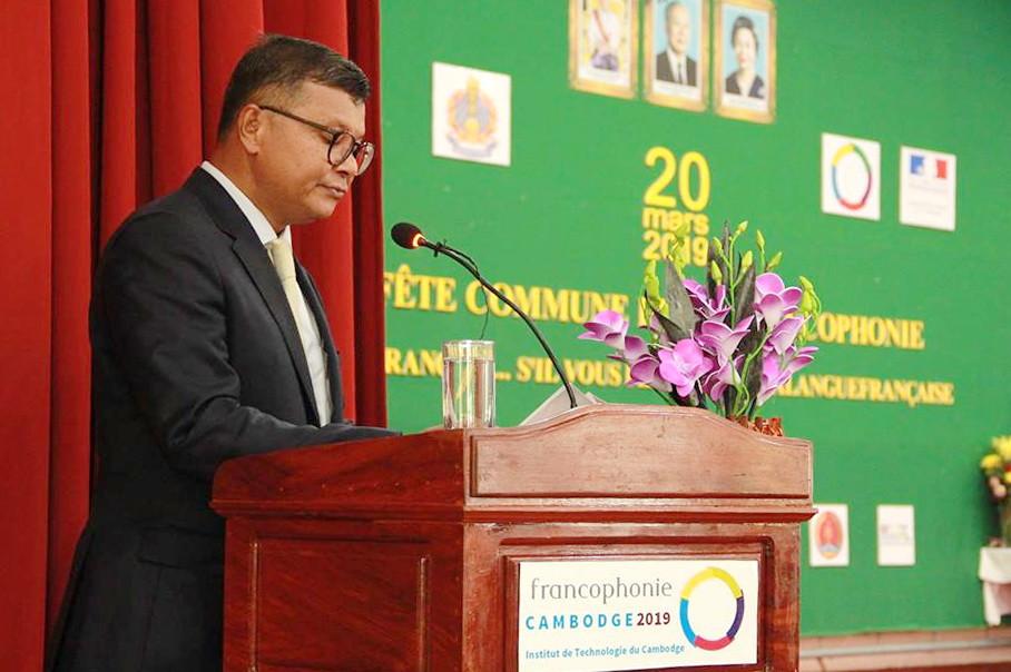 Le ministre de l'Éducation, de la Jeunesse et des Sports, S.E. Hang Chuon Naron