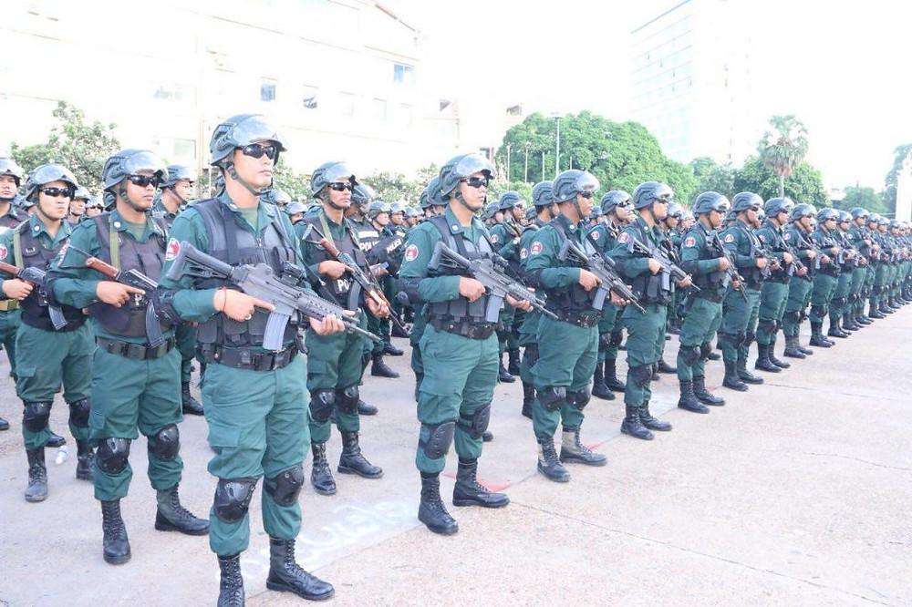 Chaque bureau de vote se verra affecté trois policiers armés au minimum.