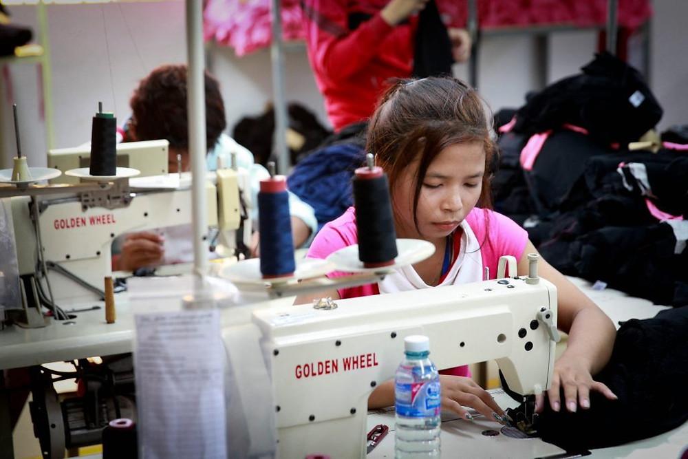 Ouvrière du textile, photographie ILO (CC)