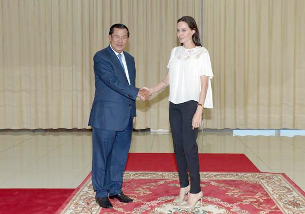 Angelina Jolie et le premier ministre. Photo AKP