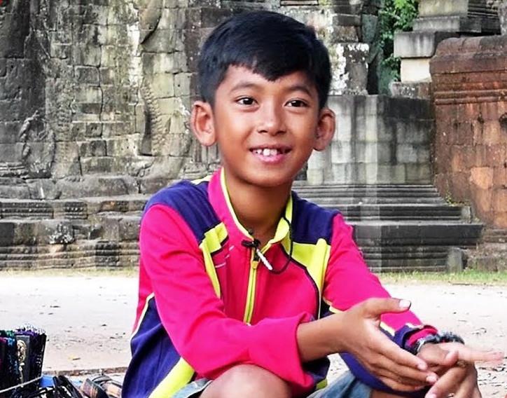 Thuch Salik, 14 ans, vendeur de souvenirs à Angkor Wat