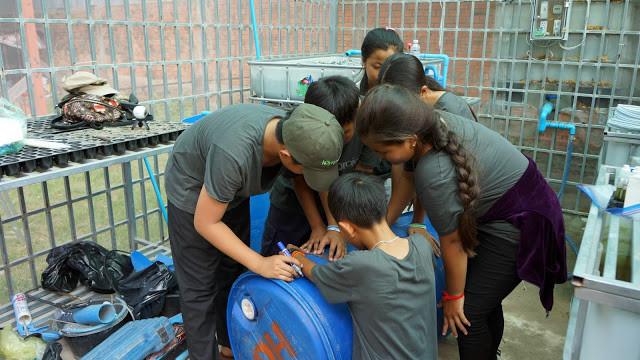 Les enfants de Prek Pra ont appris à construire eux-mêmes les unités de production - culture